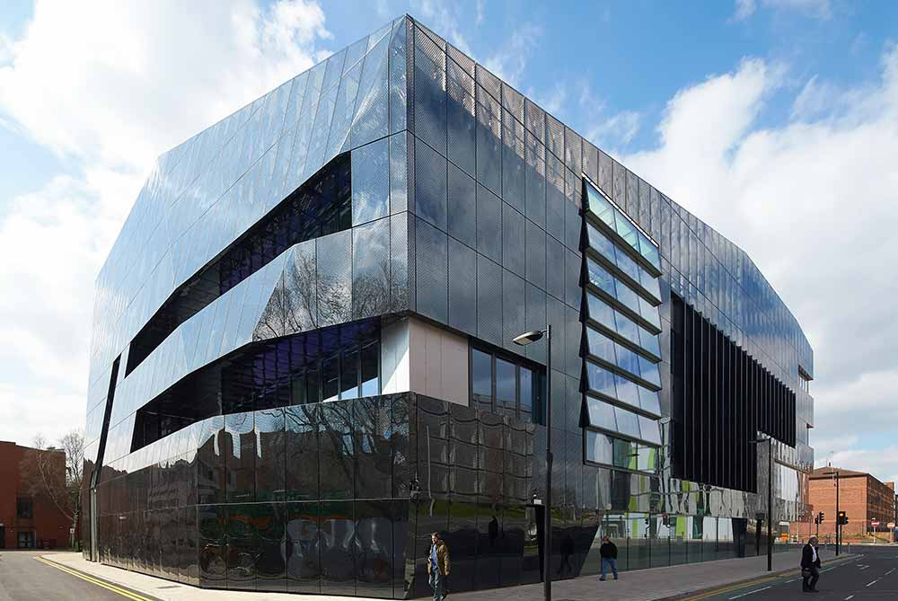 GRAPHENE INSTITUTE (GB) – FINITION MIROIR NOIR